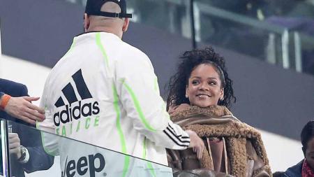 Rihanna saat nonton laga Juventus vs Atletico Madrid di Stadion Allianz, Rabu (26/11/19) Turin, Italia. - INDOSPORT