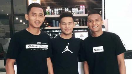 Dua bek klub Liga 2 PSMS Medan, Afiful Huda (kiri) dan Kesuma Satria Yudhistira (kanan), serta gelandang PSMS, Donni Dio Hasibuan (tengah). - INDOSPORT