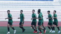 Indosport - Timnas Indonesia U-23 langsung menjalani latihan pasca menang 2-0 di laga perdana Grup B lawan Thailand. Laga melawan Singapura dianggap lebih penting ketimbang kontra Thailand.