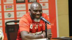 Indosport - Pelatih klub Liga 1 Persipura Jayapura, Jacksen F Tiago dalam jumpa pers.