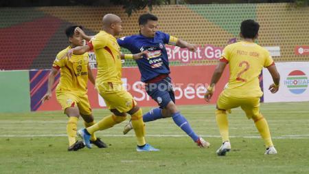 Pelatih Bhayangkara FC, Paul Munster melakukan gebrakan baru saat timnya menang 1-0 atas Arema FC di pekan ke-29 Liga 1 2019. - INDOSPORT