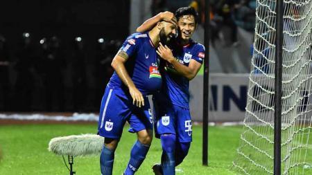 Pemain PSIS Semarang melakukan selebrasi dalam laga Liga 1 2019 kontra PSM Makassar. - INDOSPORT