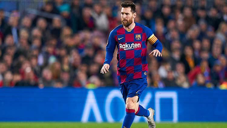 Pemain megabintang Barcelona, Lionel Messi menggiring bola dalam pertandingan melawan Borussia Dortmund di Liga Champions Copyright: Quality Sport Images/GettyImages