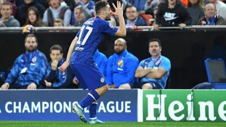 Bintang Chelsea, Mateo Kovacic, berhasil mengakhiri packelik golnya selama 145 laga usai mencetak gol pada laga melawan Valencia di ajang Liga Champions - INDOSPORT