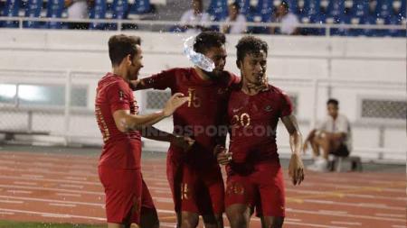 Osvaldo Haay (kanan) bersama Saddil Ramdani (tengah) dan Egy Maulana Vikri (kiri) merayakan gol, Kamis (28/11/2019). - INDOSPORT