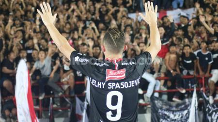 Penyerang klub Liga 1 Bali United, Ilija Spasojevic kaget disejajarkan dengan bintang-bintang Eropa. - INDOSPORT