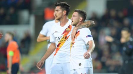 Jordan Veretout selebrasi gol dalam pertandingan lanjutan Liga Europa 2019/2020 antara Istanbul Basaksehir vs AS Roma, Jumat (29/11/19) dini hari WIB. - INDOSPORT