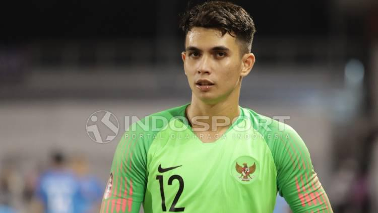 Kiper Timnas U-23, Nadeo Argawinata, dalam pertandingan melawan Singapura di SEA Games 2019. Copyright: Ronald Seger Prabowo/INDOSPORT
