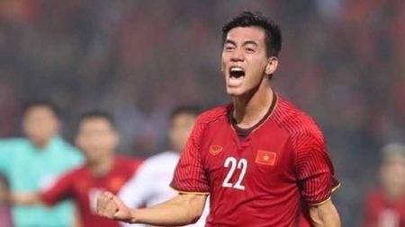 Striker Vietnam, Nguyen Tien Linh, sesumbar setelah berhasil menang telak 3-0 atas Indonesia di final sepak bola SEA Games 2019. - INDOSPORT