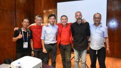 Indosport - Luis Milla saat memenuhi undangan PSSI di Filipina sebagai kandidat pelatih Timnas Indonesia, Jumat (29/11/19).