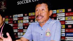 Indosport - Para pencinta Persebaya mungkin tak asing dengan sosok Ibnu Grahan. Eks pemain dan kini menjadi pelatih dengan segudang pengalaman dan salah satu mantan pemain yang pernah memperkuat Bajul Ijo dan beberapa tim besar lainnya.