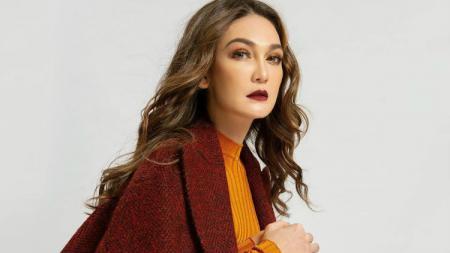 Aktris cantik Indonesia, Luna Maya. - INDOSPORT