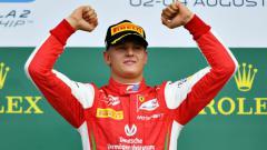 Indosport - Putra Michael Schumacher, Mick Schumacher akan debut di kejuaraan Formula 1 (F1) saat seri balapan kesebelas GP Eifel 2020 yang berlangsung di Jerman.