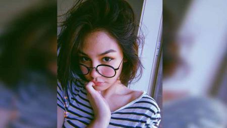 Aktris Cantik Indonesia, Vanesha Prescilla, mengunggah foto yang sedang berpakaian terbuka di pinggir kolam berenang lewat akun Instagram pribadinya. - INDOSPORT
