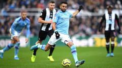 Indosport - Riyad Mahrez mengatakan dirinya juga berambisi meraih gelar Pemain Terbaik Afrika. Stu Forster/Getty Images.