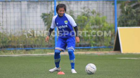 Kapten tim sepak bola Persib Putri, Een Sumarni mengakui ada rasa jenuh saat menjalani latihan mandiri. - INDOSPORT