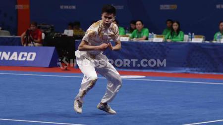 Atlet wushu andalan Indonesia, Edgar Xavier Marvelo, berhasil mempersembahkan dua medali emas dari nomor kombinasi daoushu/gunshu dan duilian putra di SEA Games 2019, Selasa (3/12/19). - INDOSPORT