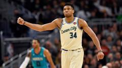 Indosport - Pemain bintang Milwaukee Bucks, Giannis Antetokounmpo pertahankan posisi puncak timnya di wilayah Timur NBA musim 2019-2020
