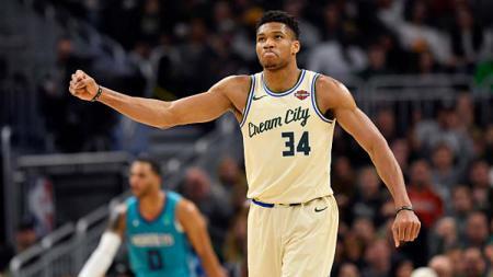 Pemain bintang Milwaukee Bucks, Giannis Antetokounmpo pertahankan posisi puncak timnya di wilayah Timur NBA musim 2019-2020 - INDOSPORT