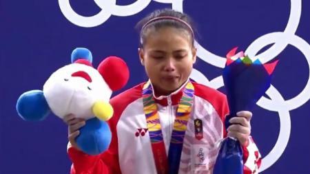 Lisa Setiawati raih medali perak SEA Games 2019 di nomor Women's 45 kg angkat besi. - INDOSPORT
