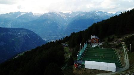 Stadion Ottmar Hitzfeld di Swiss jadi tempat main sepak bola tertinggi di Eropa - INDOSPORT