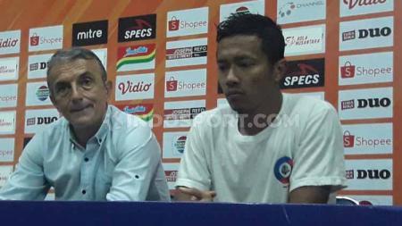 Winger Arema FC, Dendi Santoso mengakui semua rekan setimnya sangat kecewa atas kegagalan mencapai misi tiga angka, pasca diimbangi Kalteng Putra. - INDOSPORT