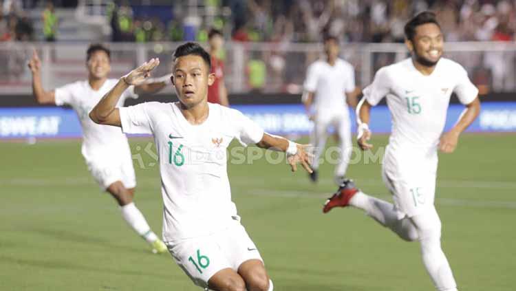 Sani Rizki Fauzi berhasil melakukan selebrasi bersama kawanya usai cetak gol Copyright: Ronald Seger Prabowo/INDOSPORT