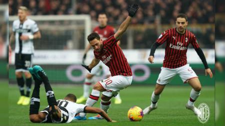 Situasi pertandingan pekan ke-14 Serie A Liga Italia antara Parma vs AC Milan, Minggu (01/12/19). - INDOSPORT
