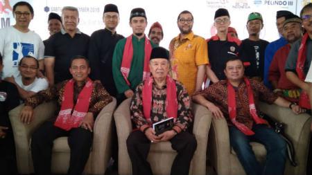 DR. H. Eddie M Nalapraya selaku Bapak Pancak Silat Dunia saat datang ke konfrensi press di Padepokan Pancak Silat Taman Mini Indonesia Indah (TMII), Jakarta Timur, Sabtu (30/11/19). - INDOSPORT