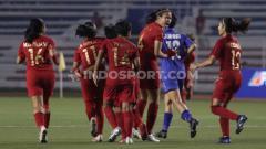 Indosport - Timnas Indonesia putri versus Thailand di Rizal Memorial Stadium, Manila, Senin (02/12/19) kemarin. Ronald Seger Prabowo/INDOSPORT