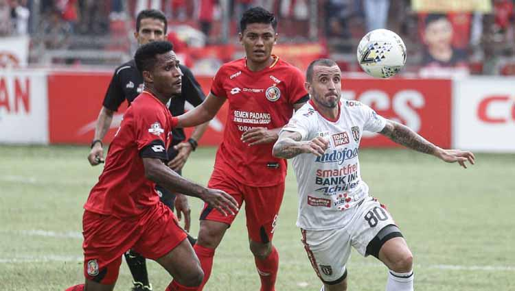 Laga antara Semen Padang vs Bali United, Senin (02/12/19). Copyright: Instagram@baliunitedfc