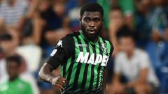 Indosport - Jeremie Boga, pemain yang kini bermain untuk klub Serie A Liga Italia, Sassuolo, sabar menunggu pinangan Chelsea.