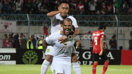 Presiden Madura United (MU) Achsanul Qosasi turut memberikan aksi tak diduga setelah timnya dikandsskan Persebaya Surabaya, 2-3. - INDOSPORT