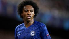 Indosport - Willian, pemain bintang klub Liga Inggris Chelsea diminati oleh Barcelona dan Juventus.