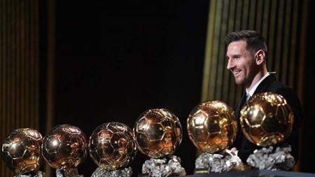 Pemain dan kapten klub Liga Spanyol, Barcelona, Lionel Messi menangkan Ballon d'or 2019. - INDOSPORT