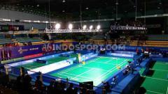 Indosport - Topan matikan aliran listrik Muntinlupa Sport Complex tempat berlangsungnya final badminton beregu putri antara Indonesia vs Thailand. Panitia menggunakan genset untuk listrik penerangan lapangan pertandingan.
