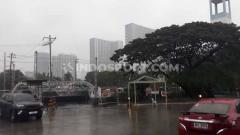 Indosport - Kondisi Manila yang masih dirundung hujan menjelang pertandingan SEA Games 2019.