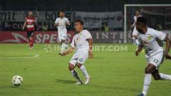 Indosport - Rendi Irwan dinobatkan oleh Bonek menjadi man of the match pada laga melawan Madura United pada laga Liga 1, Senin (02/12/19) kemarin.