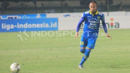 Kapten Persib, Supardi Nasir saat pertandingan Liga 1 2019 menghadapi Persela Lamongan di Stadion Si Jalak Harupat, Kabupaten Bandung, Selasa (03/12/2019). - INDOSPORT