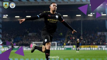 Selebrasi gol Gabriel Jesus usai membawa Manchester City unggul atas Burnley. - INDOSPORT
