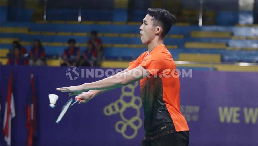 Pebulutangkis tunggal putra Indonesia Jonatan Christie berhasil mengalahkan wakil dari Malaysia Lee Zii Jia pada Final di Muntinlipa Sport Complex, Manila, Rabu (04/12/19). Copyright: Ronald Seger Prabowo/INDOSPORT