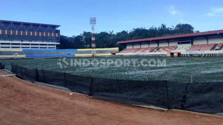 Kondisi terkini Stadion Mandala yang tengah menjalani masa renovasi menjelang perhelatan PON XX Papua 2020. - INDOSPORT