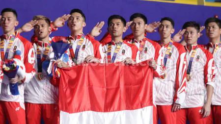 Penyerahan medali emas kepada kontingen bulutangkis Indonesia pada Final SEA Games Filipina 2019, Rabu (04/12/19). - INDOSPORT