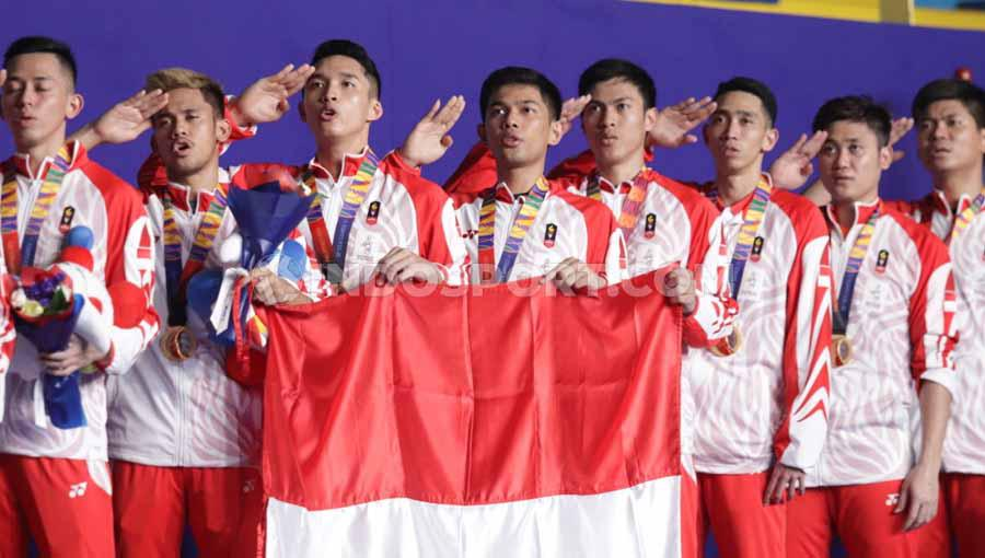Penyerahan medali emas kepada kontingen bulutangkis Indonesia pada Final SEA Games Filipina 2019, Rabu (04/12/19). Copyright: Ronald Seger Prabowo/INDOSPORT