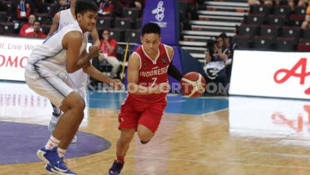 Andakara Prastawa beraksi bersama Timnas Basket Putra Indonesia di Mall Of Asia, Manila, Rabu (04/12/19).