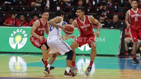 Timnas Basket Putra Indonesia takluk dari Thailand di Mall Of Asia, Manila, Rabu (04/12/19) dengan skor 76-98. - INDOSPORT