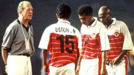 Henk Wullems merupakan salah satu mantan pelatih asal Belanda yang sukses bersama Timnas Indonesia. - INDOSPORT