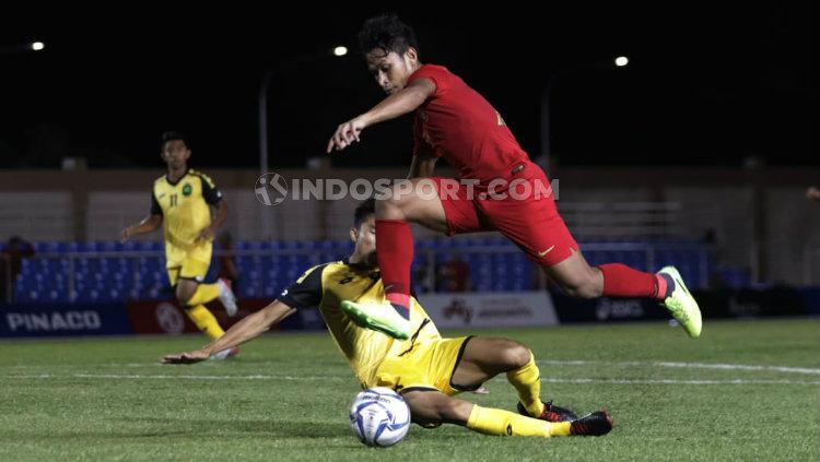 Osvaldo Haay beraksi di SEA Games 2019 melawan Timnas Brunei. Copyright: Ronald Seger Prabowo/INDOSPORT