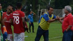 Indosport - Pelatih Karo United, Ansyari Lubis, menjelang pertandingan Liga 3 2019.