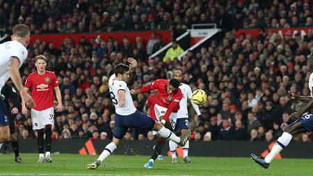 Sempat terjadi insiden tabrakan yang melibatkan Daniel James dan Jose Mourinho di pertandingan Liga Inggris 2019-2020 lanjutan antara Manchester United melawan Tottenham Hotspur. - INDOSPORT